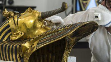 Борода на эпоксидке: как не надо реставрировать исторические памятники