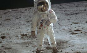 Поклянись на библии, что был там! 50 лет высадке на Луну — и «лунному заговору»