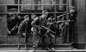 Повстанцы на «Пантерах» и город в руинах: 75 лет Варшавскому восстанию