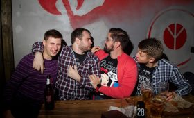 Фото с минувшего офлайн-рандеву подписчиков Disgusting Men — лучшая мотивация для чинного угара в пятницу