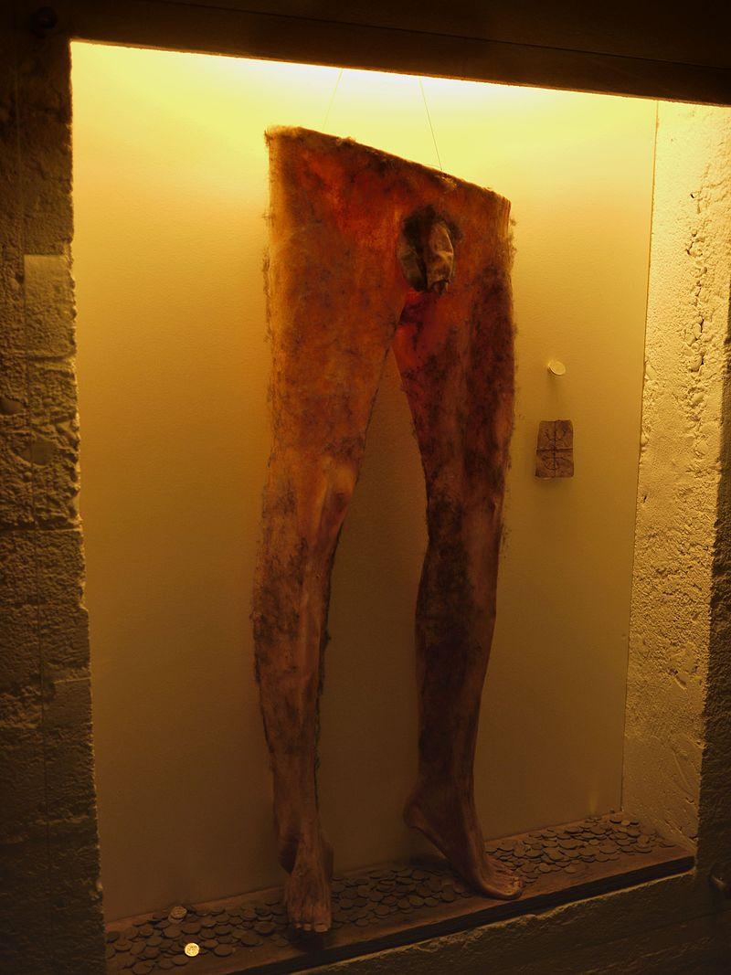 предметы из человеческой кожи отвратительные мужики disgusting men