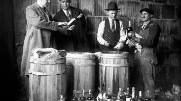Бутлегеры и копы. Вечное противостояние на снимках времен Сухого закона