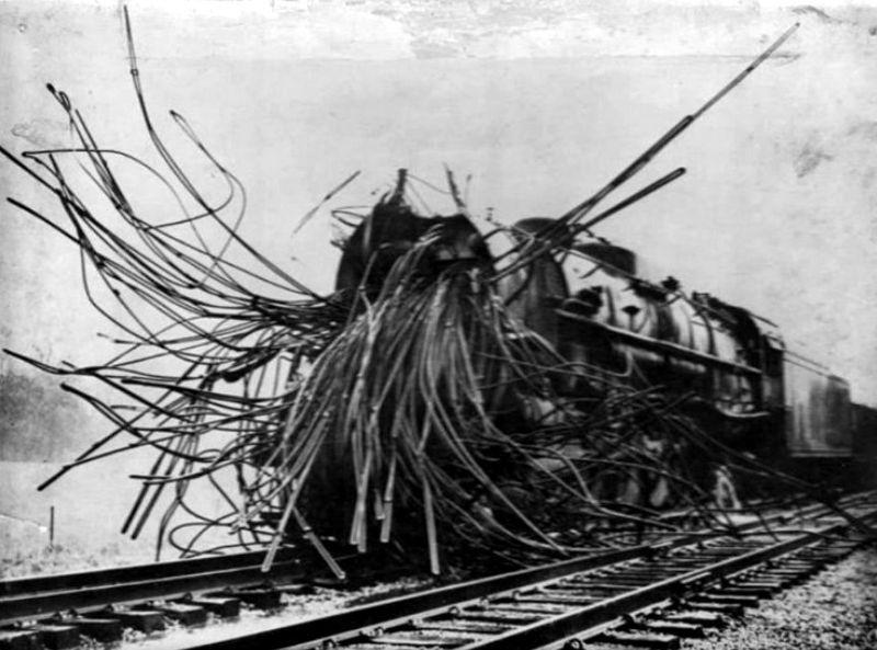 локомотивы старинные поезда взрыв бойлера отвратительные мужики disgusting men