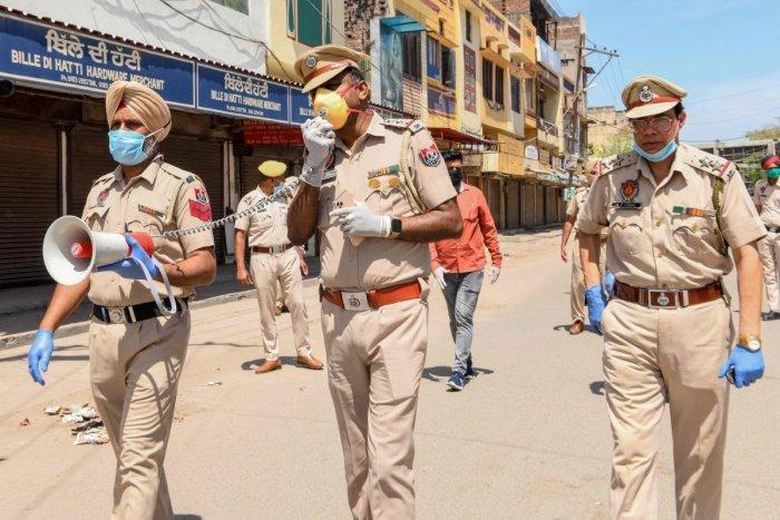 коронавирус сектанты ниханги отрубили руку полицейскому