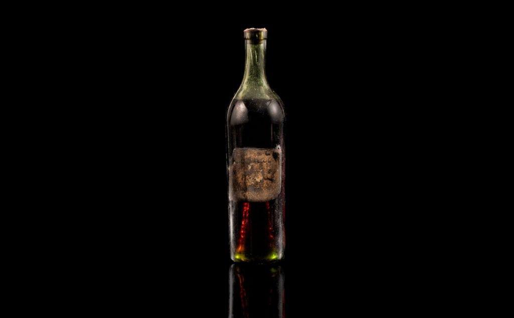 На торгах продана бутылка коньяка 1762 года — старейшего за всю историю аукционов