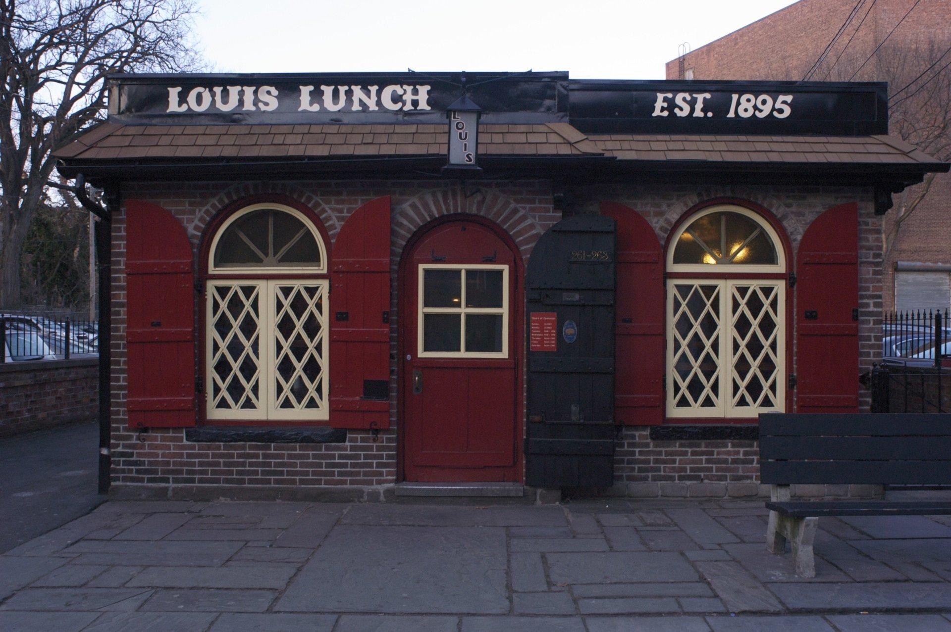 Место, где появился первый классический бургер.