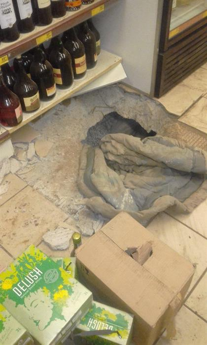 ограбление карантин магазин алкоголя отвратительные мужики