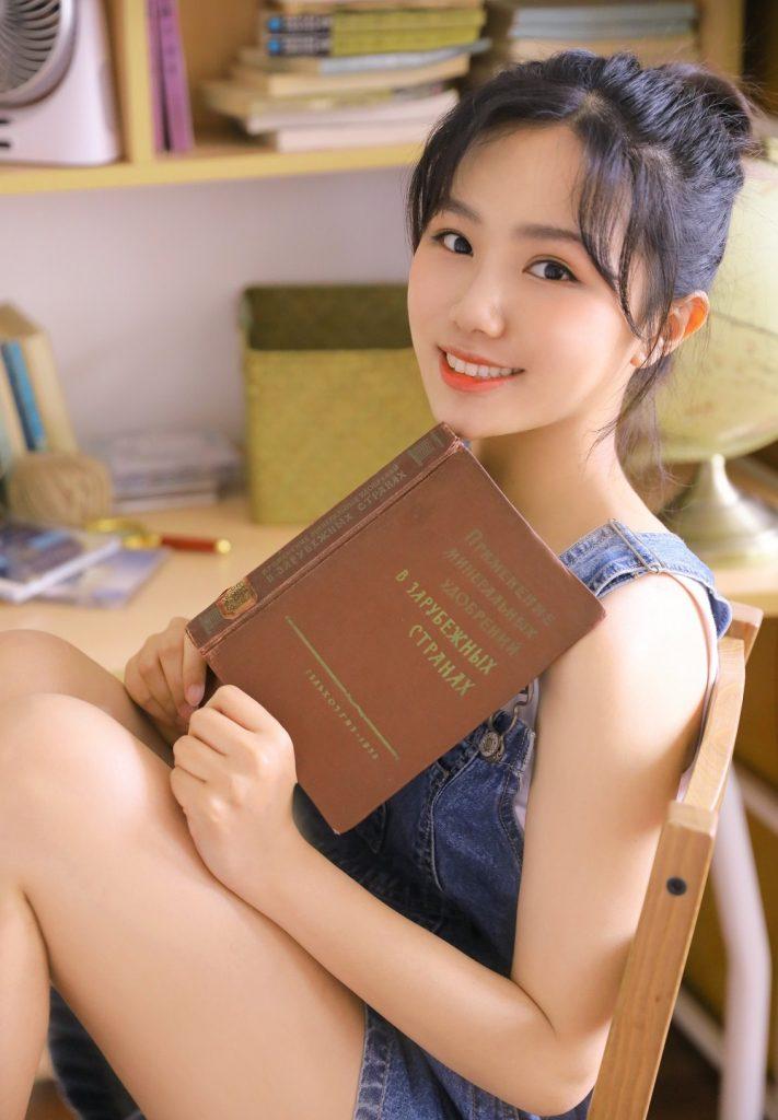 азиатки и советские книги