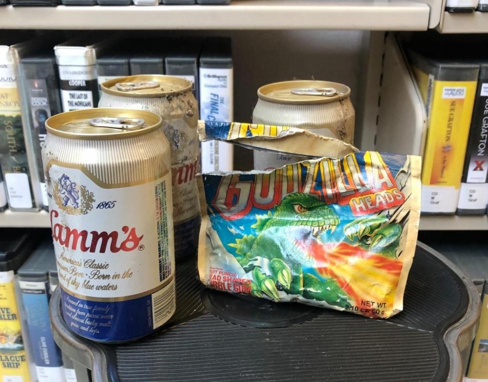 тайник пиво в библиотеке отвратительные мужики