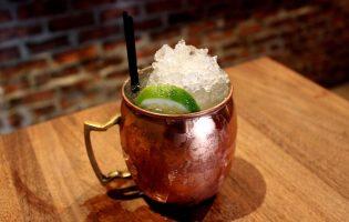 «Мулы», первый коктейль с островным виски, «Тьма и буря»: откуда взялись самые крутые коктейли с имбирным элем и как их приготовить