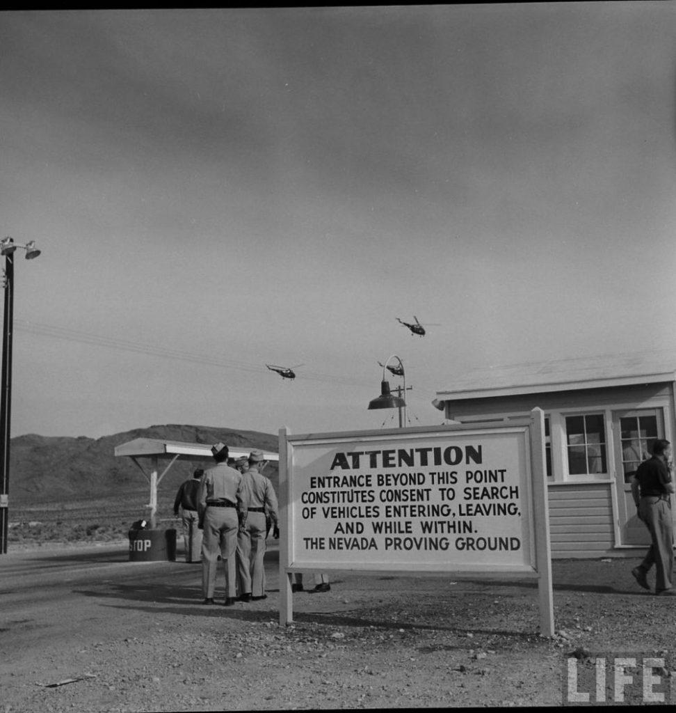 ядерный туризм ядерные испытания невада фото отвратительные мужики
