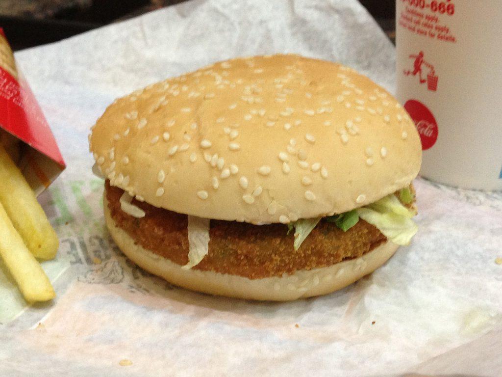 веганский бургер McDonald's Mcplant