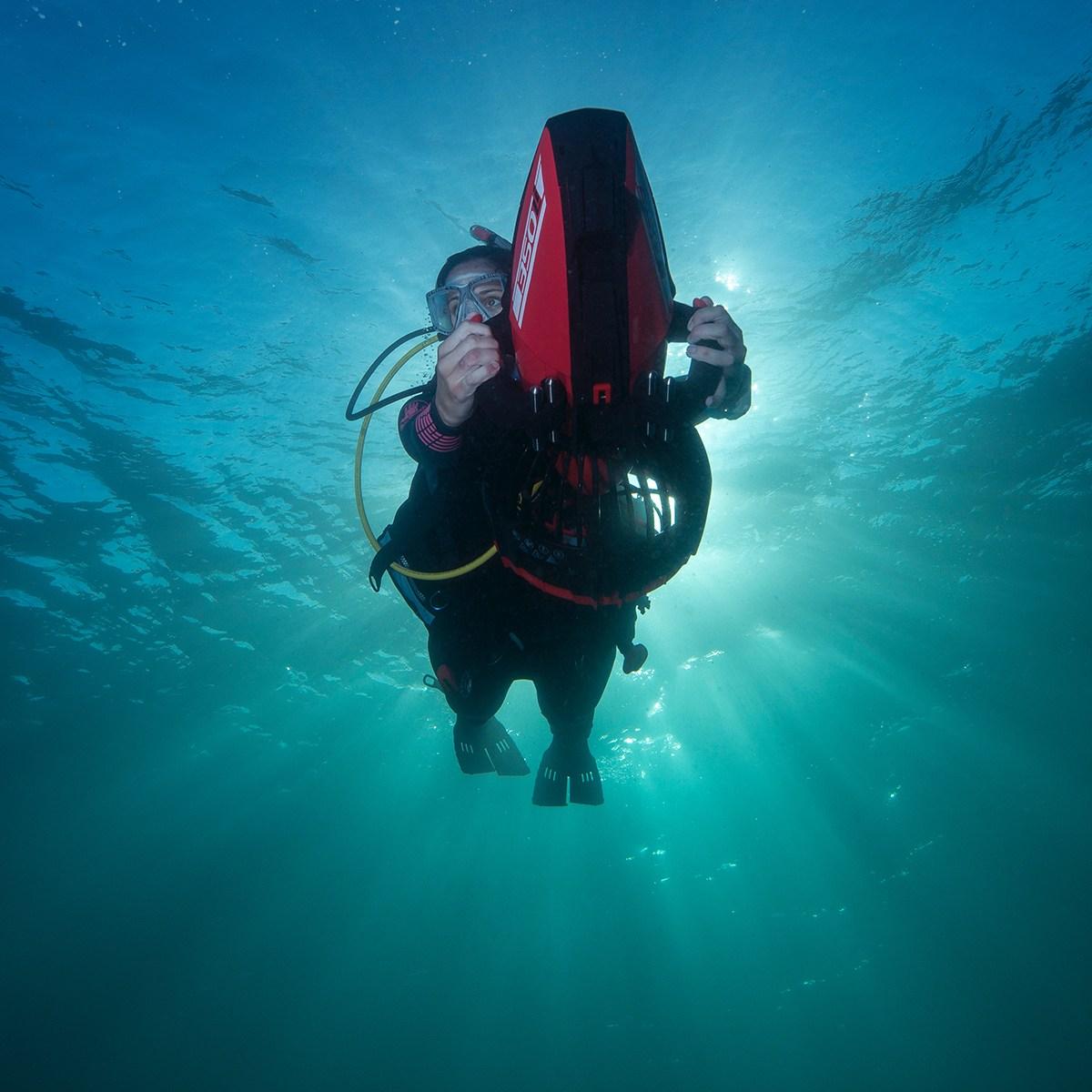 подводный скутер Yamaha махинатор мошенник побег отвратительные мужики