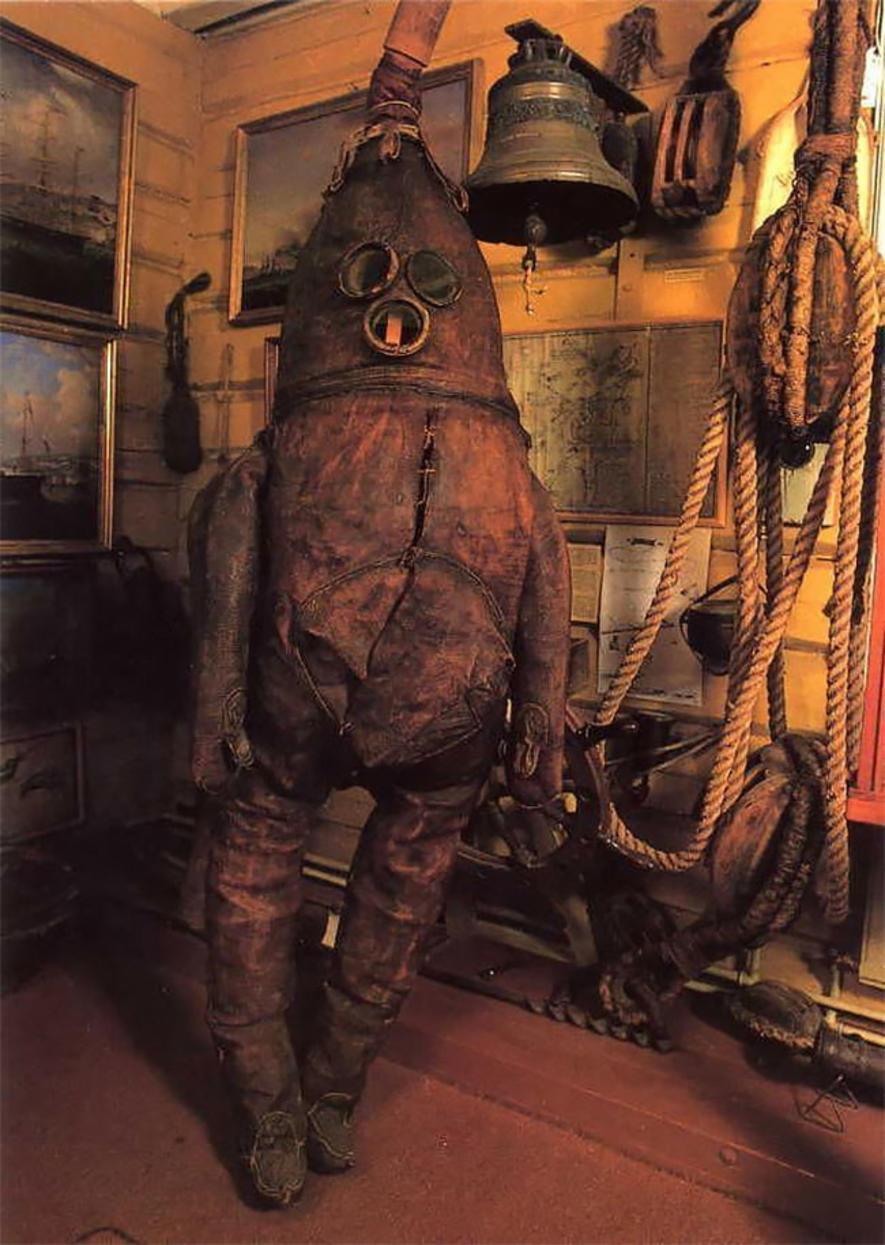 Старик из Раахе — самый старый (и жуткий) водолазный костюм в мире