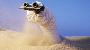 Маленький Шаи-Хулуд: инженеры создали робота-червя, который умеет ползать сквозь песок