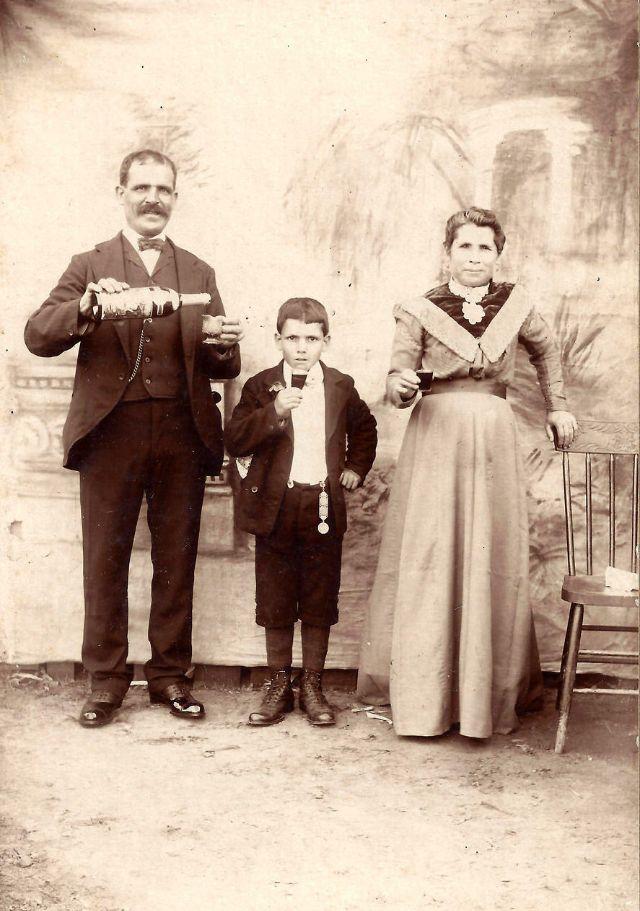 People Drinking Beer 1900s 14 - За день до Сухого закона: фото американцев, которые кутят перед запретом алкоголя в 1920-м
