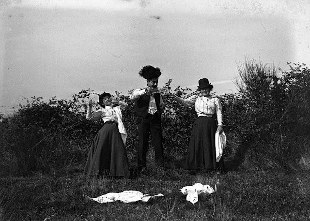 People Drinking Beer 1900s 15 - За день до Сухого закона: фото американцев, которые кутят перед запретом алкоголя в 1920-м