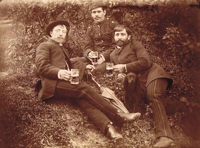 People Drinking Beer 1900s 17 - За день до Сухого закона: фото американцев, которые кутят перед запретом алкоголя в 1920-м