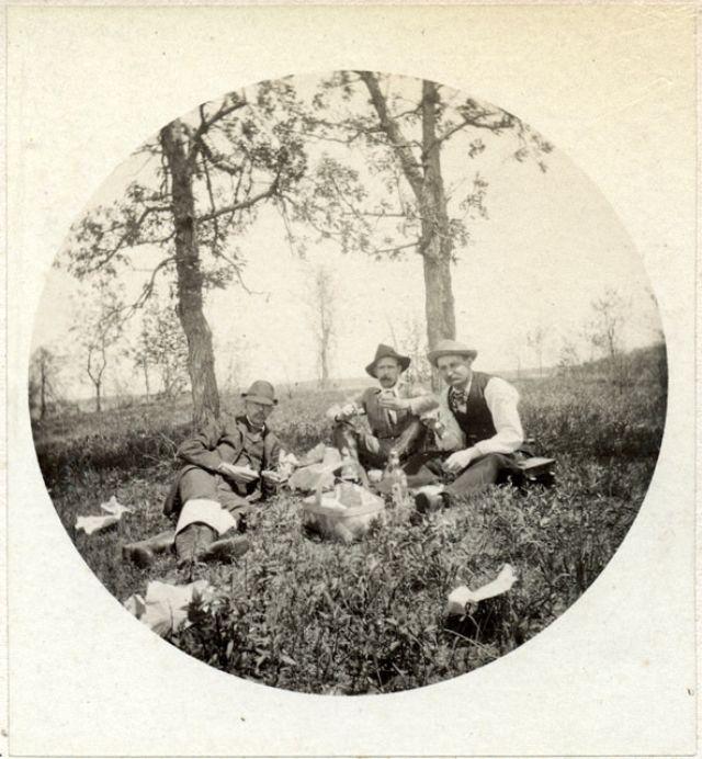 People Drinking Beer 1900s 33 - За день до Сухого закона: фото американцев, которые кутят перед запретом алкоголя в 1920-м