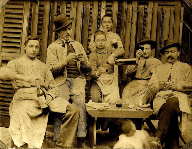 People Drinking Beer 1900s 5 - За день до Сухого закона: фото американцев, которые кутят перед запретом алкоголя в 1920-м