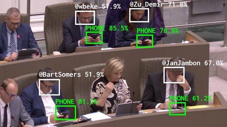 депутаты отвлекаются на телефоны