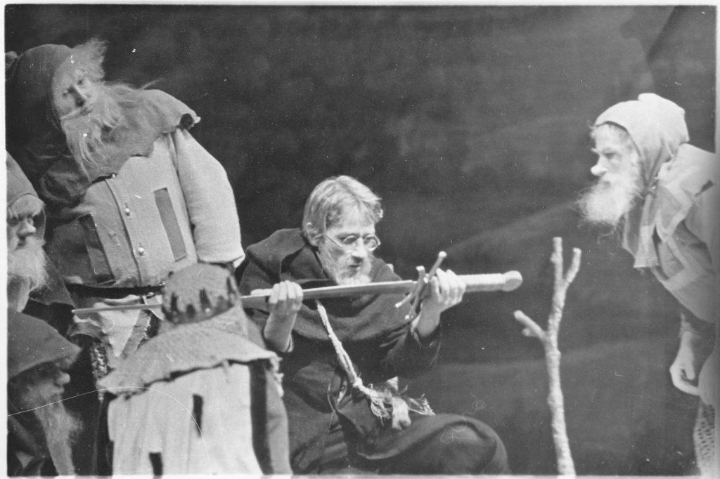 lord pf the ring 8 1024x682 - Находка дня: еще одна советская экранизация Толкина — «Баллада о славном Бильбо Бэггинсе»